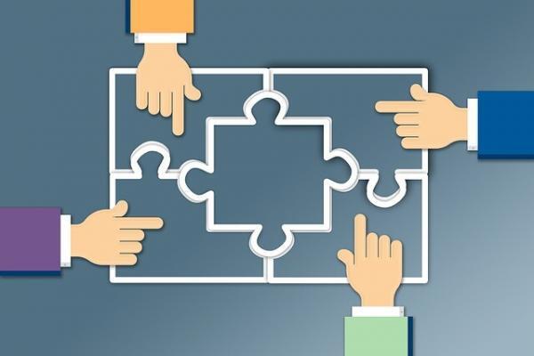 Bild zeigt wie zusammen eine Unternehmenskultur entwickelt werden kann.